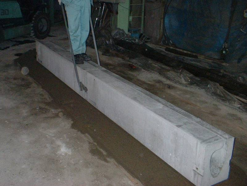 薄型水路(トンネル側溝)